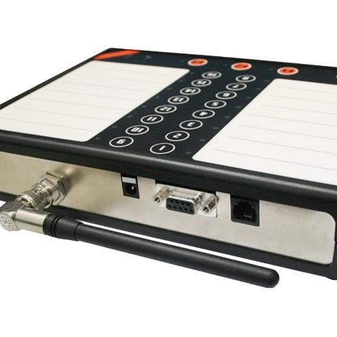 Drukknop of transmitter met 16 knoppen voor het versturen van oproepen of tekstberichten.